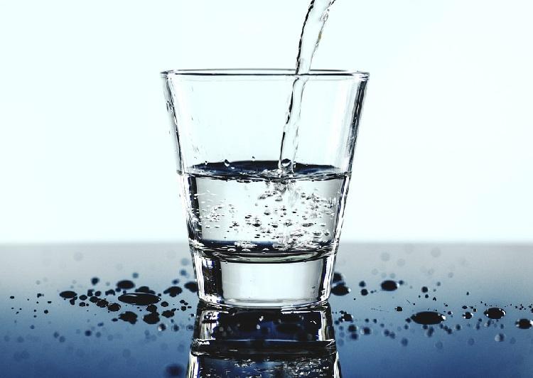 falsi miti sull'acqua da bere